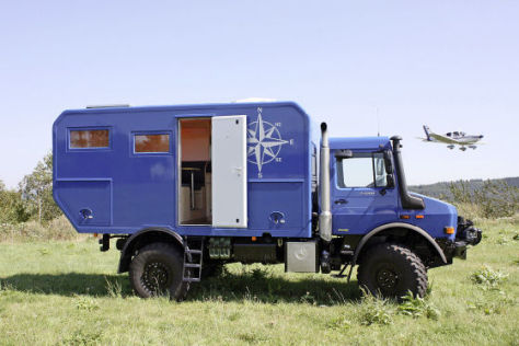 mercedes unimog reisemobil offroad messe abenteuer. Black Bedroom Furniture Sets. Home Design Ideas