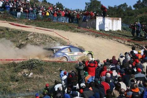 Die begeisterten Portugiesen strömen immer in Massen an die Rallyepisten