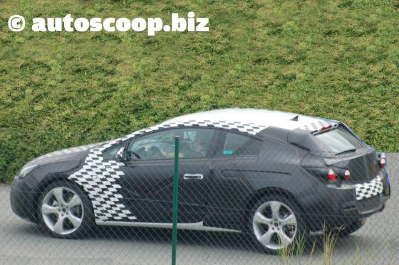 Heckansicht Erlkönig Opel Astra GTC (2011)