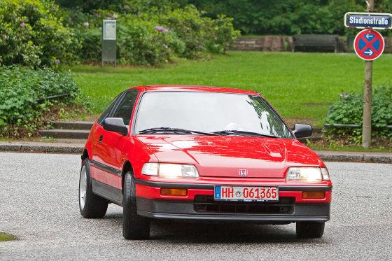 Geht keck ums Eck: Auf kurvigen Straßen ist der agile Honda CRX in seinem Element. Auch ganz ohne gut gemeinte Tuningmaßnahmen.