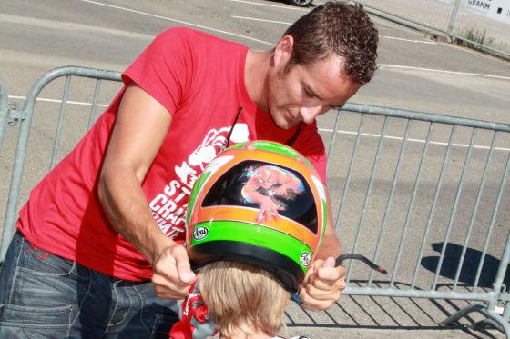 DTM-Champ Timo Scheider mit Sohn Loris