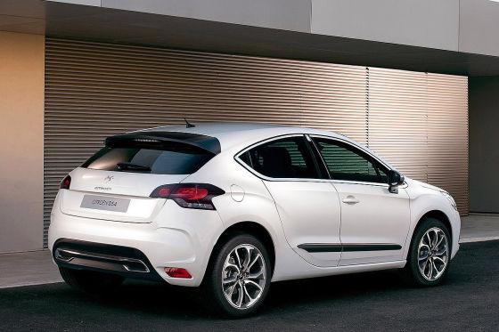 """""""Höhergelegtes Coupé mit vier Türen"""" nennt Citroën den DS4. In den Kofferraum passen immerhin 350 Liter."""