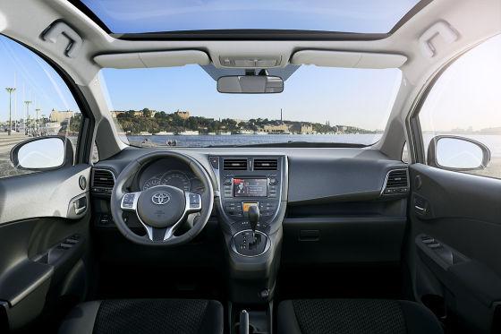Blick ins Cockpit des neuen Toyota Verso-S.