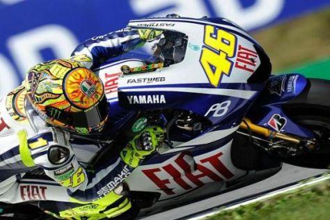 Die verletzte Schulter bereitet Weltmeister Valentino Rossi seit April Probleme