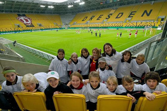Übergabe des neuen Mannschaftsbusses an die Fussball Frauen - Nationalmannschaft