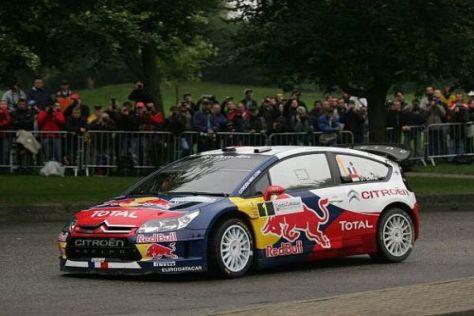 Sébastien Loeb trägt seinen C4 mit Umsicht Ziel und Titel entgegen