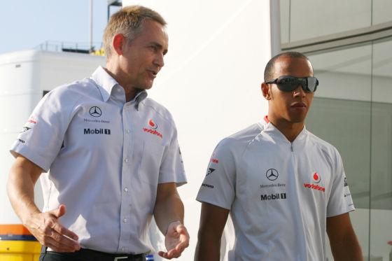 McLaren Teamchef Martin Whitmarsh mit Fahrer Lewis Hamilton
