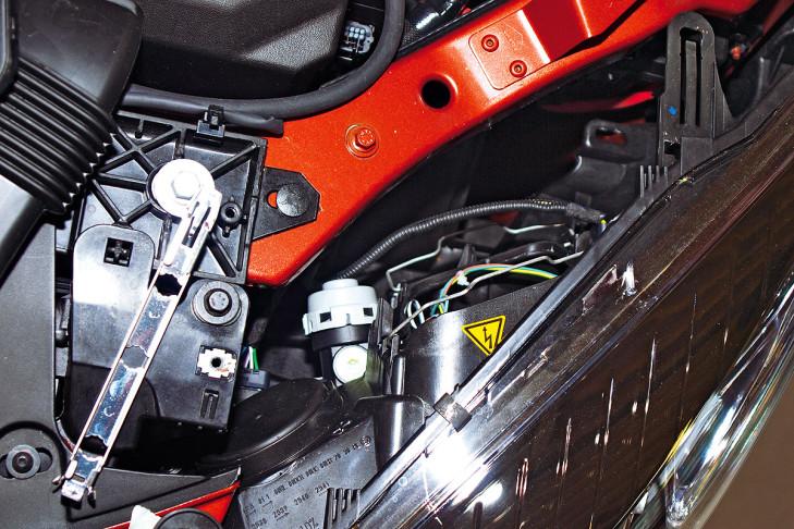 Lampen Toyota Auris : Glühlampenwechsel am auto bilder autobild