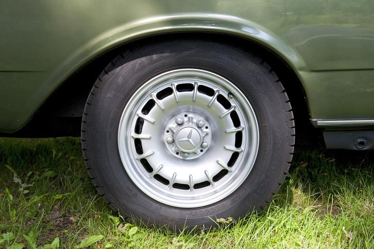 Mercedes-Benz C123 230CE