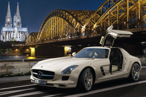 mercedes sls amg taxi mit fl gelt ren. Black Bedroom Furniture Sets. Home Design Ideas