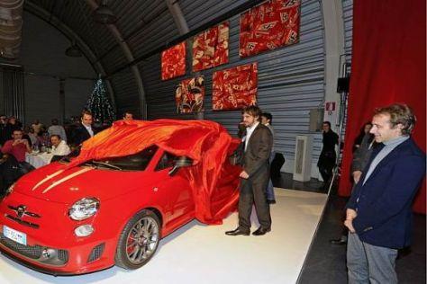 Luca Badoer bekam gestern einen FIAT 500 Tributo Ferrari geschenkt