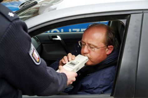 Autofahrer bei einem Alkoholtest