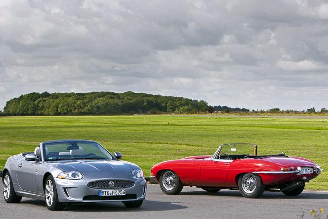 Video: Jaguar E-Type gegen Jaguar XKR