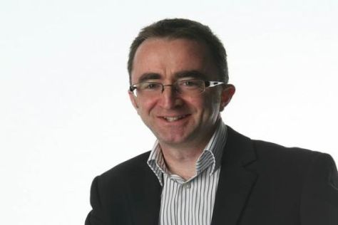 McLarens Technischer Direktor Paddy Lowe interessiert sich für die Konkurrenz