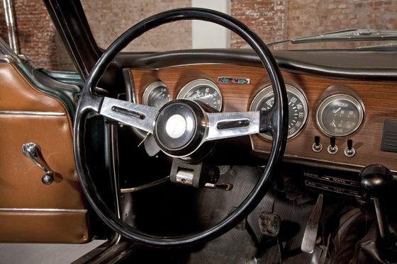 Das Junior-Cockpit: Sportlich und doch gediegen. Very British, der Italiener