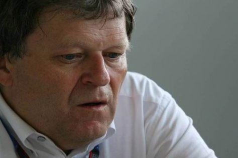 Norbert Haug hofft, dass sich Mercedes gegenüber 2010 steigern kann