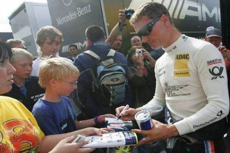 Publikumsliebling David Coulthard hat erneut bei Mercedes unterschrieben