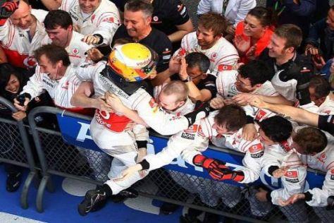 Erst ein Schreckmoment dann die große Erleichterung: Sieg für Hamilton!