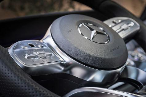 Mercedes stürmt an die Spitze