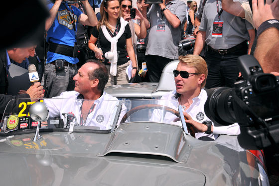 1933er Aston Martin macht das Rennen