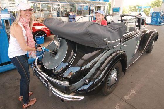 Alte Autos brauchen Sprit.