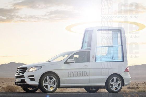 Papamobil mit Hybrid (Fotomontage)
