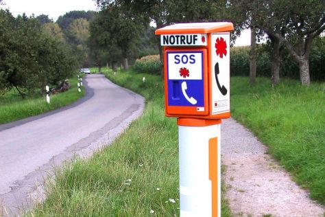 Notrufsäule an Landstraße