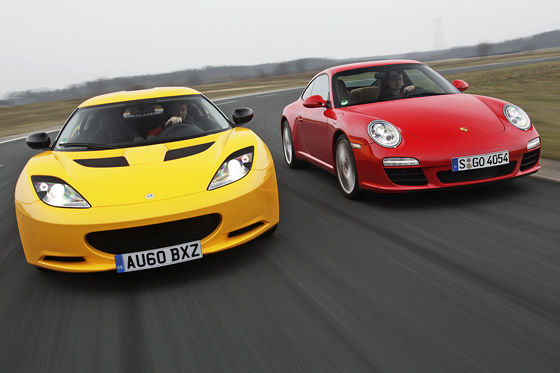 Video: Lotus Evora S vs. Porsche 911