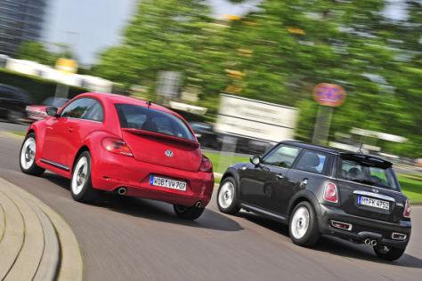 Audi A6 C8 >> Retro-Vergleich: Der neue VW Beetle tritt gegen den Mini Cooper an. - autobild.de