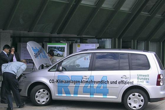 VW Touran des Umweltbundesamtes kühlt seit 2008 mit CO2