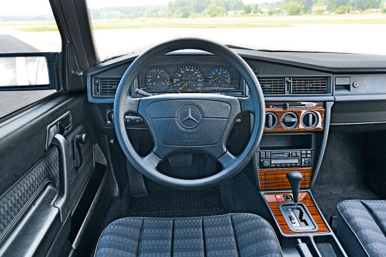 super klassiker 35 jahre mercedes benz 190 w 201. Black Bedroom Furniture Sets. Home Design Ideas