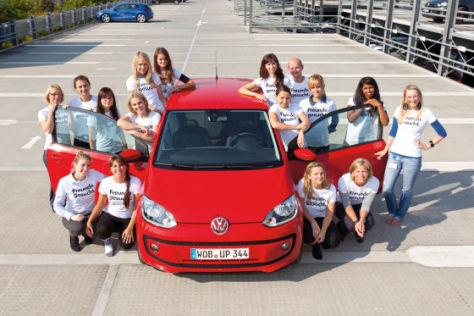 16 Menschen im VW Up
