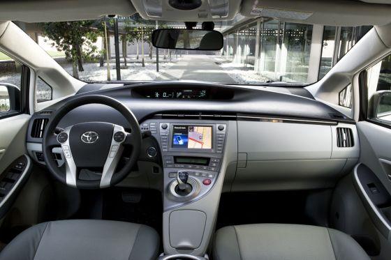Toyota Prius Facelift Innenraum