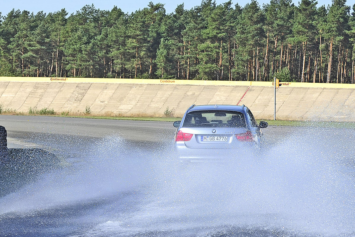 Kurven-Aquaplaning-Test