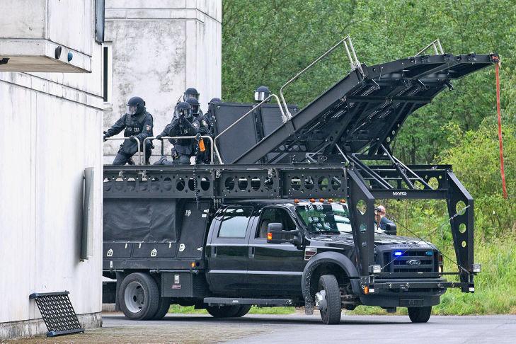 monstertruck ford f550 der elitepolizei  bilder