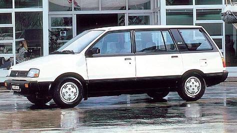 Mitsubishi Space Wagon D00